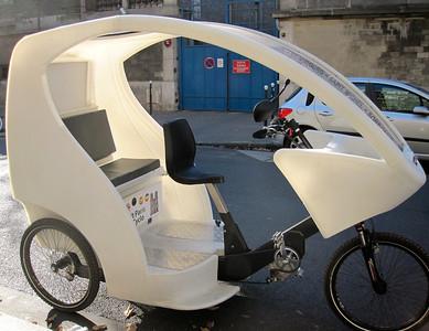 //www.cyclobulle.com/location-velo-taxi-paris-Eng.htm  Cyclopolitain est le leader national de l'affichage mobile écologique grâce à sa flotte de 100 triporteurs nouvelle génération répartie dans les plus grandes villes de France. http://www.cyclopolitain-media.com/3_page_aff_paris.html