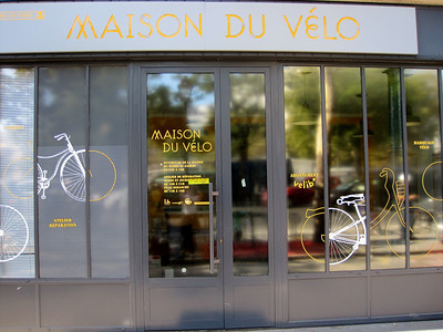 New Maison du Velo  http://www.heureux-cyclage.org/spip.php?article503