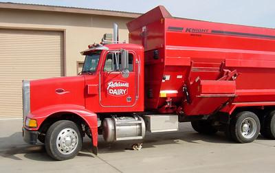 Camion de la ferme Petrissans (Bakersfield): 1600 vaches laitieres
