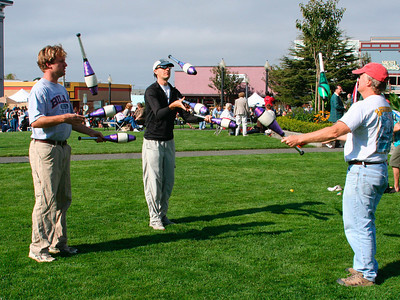 Saturday farmer's market: Dave is juggling with new friends