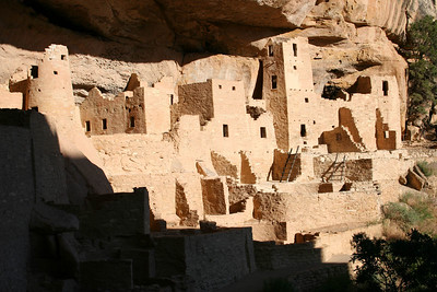 Guided visit of Cliff Palace:   http://www.nps.gov/meve/edu_resources/artifacts/pages/i1f_jpg.htm
