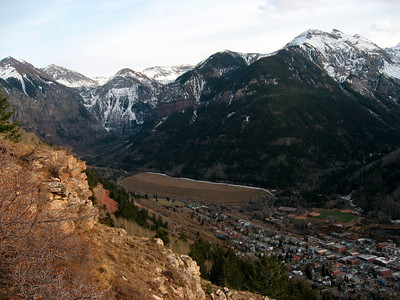 Telluride sits in the valley