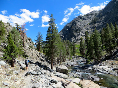 We are now on the John Muir Trail/PCT along San Joaquim River