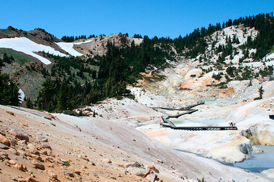 Bumpass Hell (hydrothermal area: hot water, sulfur...)