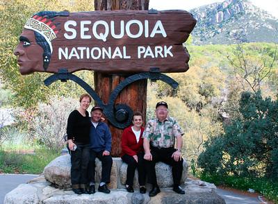 Entree du parc des sequoias. Pour des infos en francais: www.usa-decouverte.com/ouest/californie/sequoia_national_park.html En anglais: www.nps.gov/seki