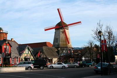 Solvang, village touristique danois.  Pour des info en anglais:  www.solvangusa.com