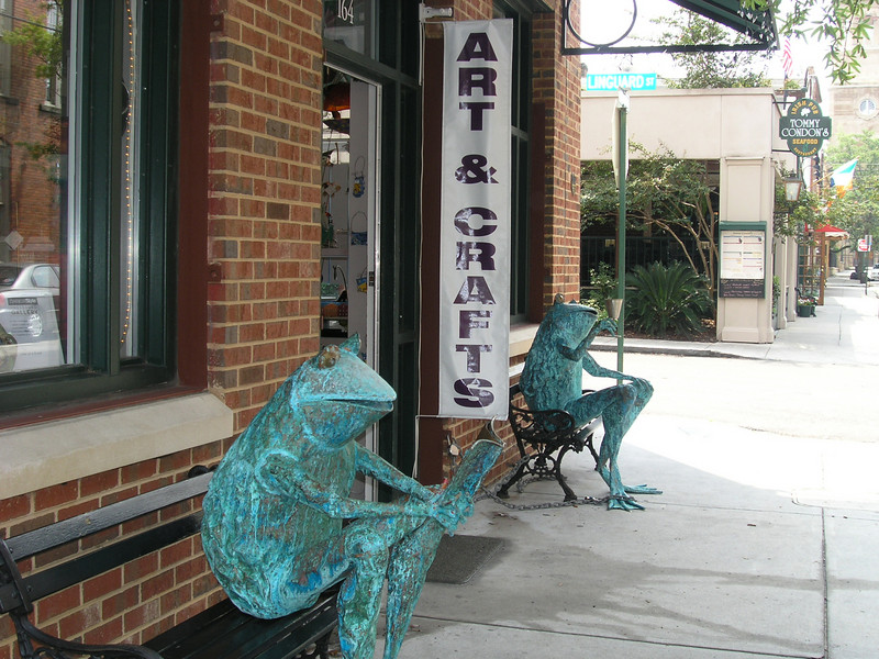 A froggie greeting at an Art & Crafts store in Historic Charleston.