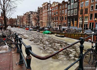 Amsterdam - fozen canals