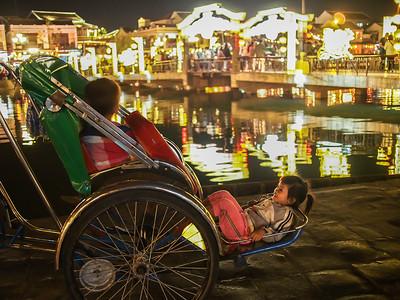 Childen on the rickshaw