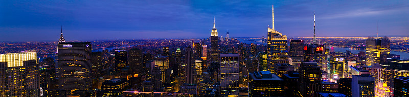 A 130 megpixel panoramic stitched from 7 vertical images of the New York skyline shot from the top of Rockefeller Center.