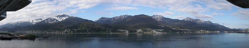With my speedy reflexes, I quickly take a flawless panorama, before the clouds F everything up.