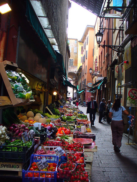 My trip begins in the historic center of Bologna, where I spent 2 weeks in 2005.