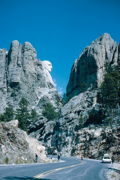 1965-09 - Black Hills - Mt Rushmore - side view