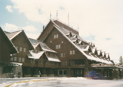 Front view of Old Faithful Inn
