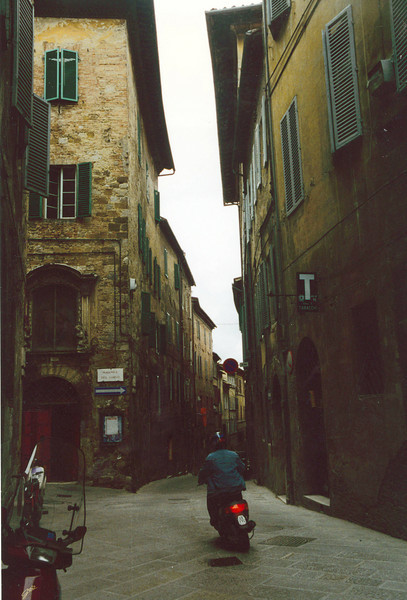Siena: No double parking on these streets.