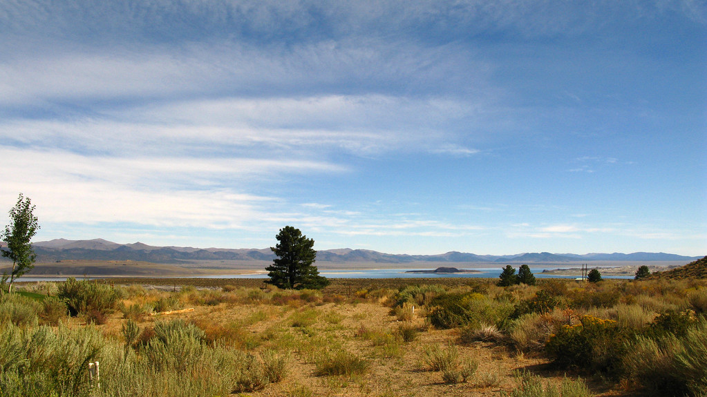 mono lake in distance