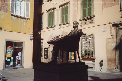Statue of Puccini, a famous operatic composer, who was born here. (One of our group entertained us here singing part of one of his arias--beautiful)
