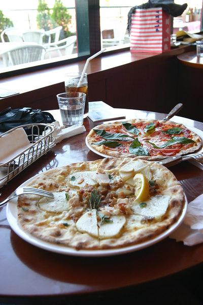 中午在台場某家餐廳吃的pizza