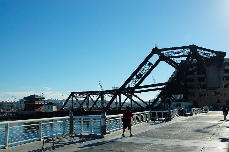 長相怪異的升降橋