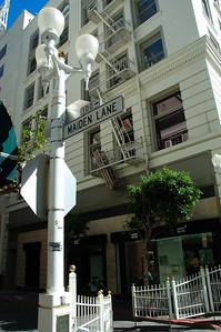 Maiden lane路標及路燈