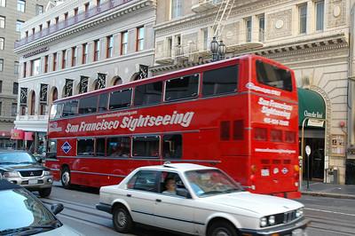 大型的雙層觀光巴士