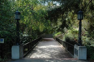 這橋好像有點歷史