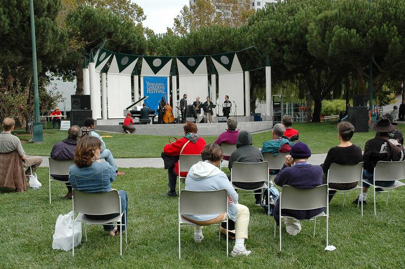 這天中午在Yerba Buena Garden有爵士現場表演,真不賴