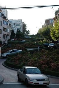 National Geographic Traveller說每年約有75萬輛車通過這段街 駕訓班嗎?