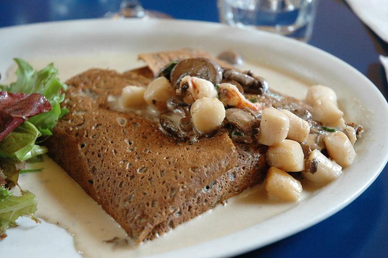 我點了一份海鮮磨菇可麗餅,可麗餅吃起來讓我想到健素糖。