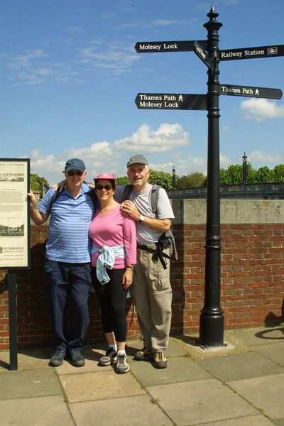 Hiking the Thames path - Hampton Court