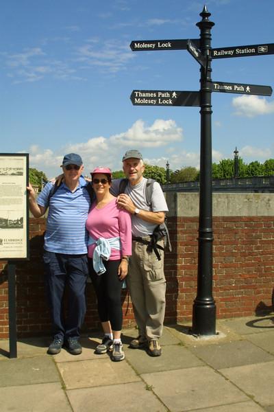 Hiking the Thames path - Hampton Court