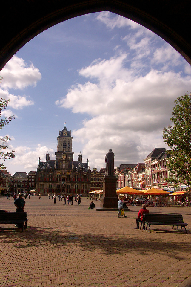 Like most European cities, Delft also has it plaza. A nice place to end the tour.