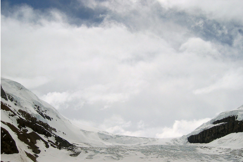 View of the edge of the glacier.
