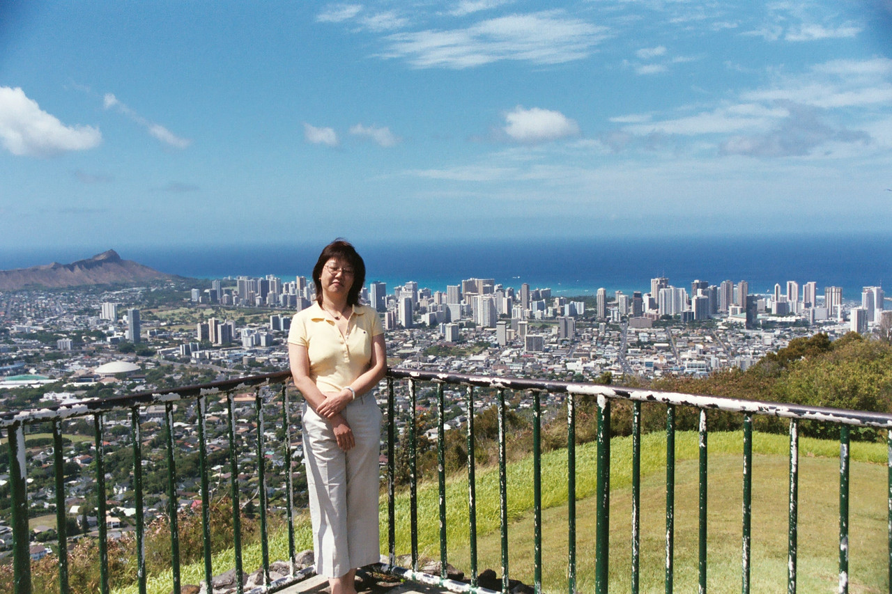 Tantalus Lookout <br /> Background Waikiki and Kapiolan Beach area.<br /> Foregound Manoa Valley and Kaimuki.