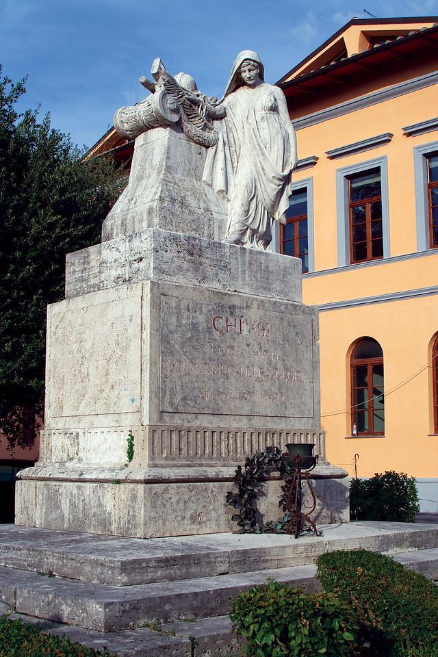 Statue in Chiusi