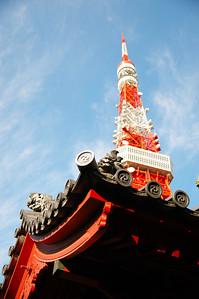 在鐵塔附近發現一間小寺廟