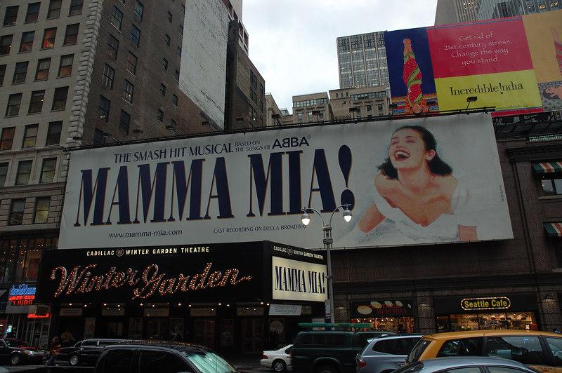 ABBA著名歌曲串編成的音樂劇MAMMA MIA