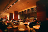 餐廳內部,中午多半是上班族在用餐。