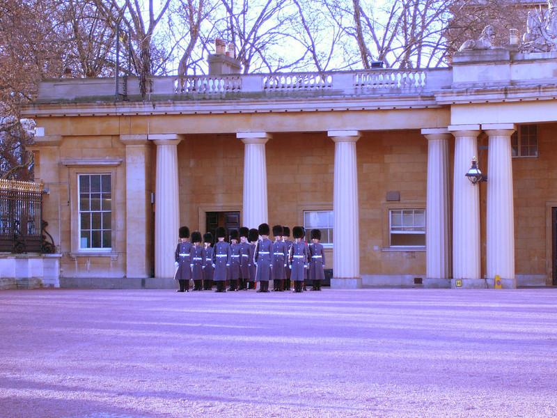 02 - Buckingham guards