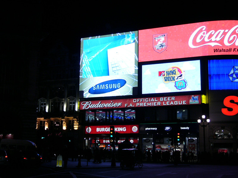 74 - picadilly circus