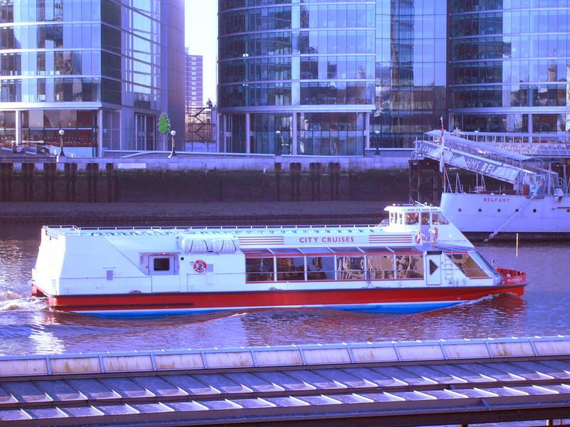 011 - thames tour boat