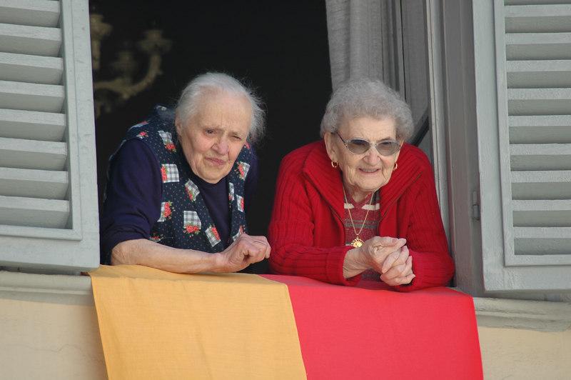 Pia's mom and Jen's grandma