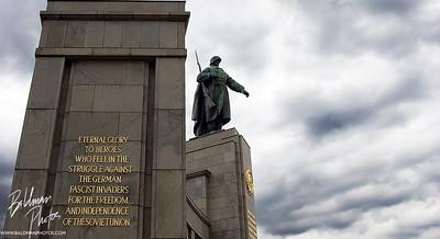 Memorial  Memorial to Soviet Soldiers in Berlin outside Brandenburg Gate