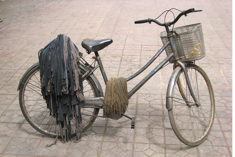I just loved the looks of this bicycle standing on a street of Xi'an. Those are mops draped over the rear wheels.