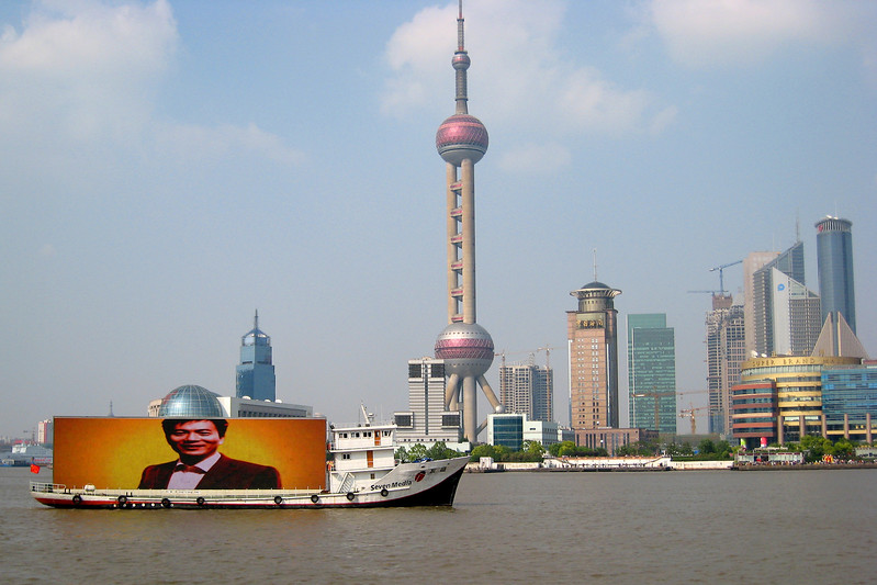 This photo was taken about the same time as the last one. I was making a shot of the advertising boat sailing in front of the buildings and, sun-of-a-gun, one of the globes aligned with the head in the ad, forming a kind of a hat.