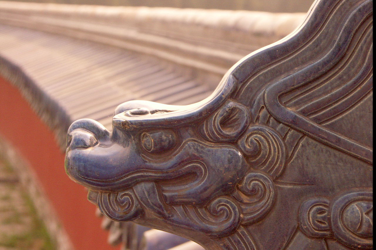 Dragon image at the gate to the Temple of Heaven, a large temple complex inside Beijing.