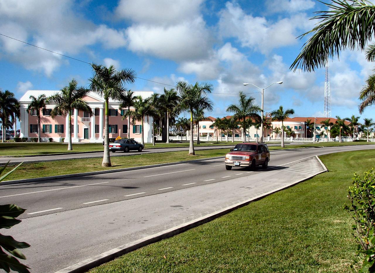 The boulevard near our hotel.<br /> <br /> El bulevar cerca de nuestro hotel.