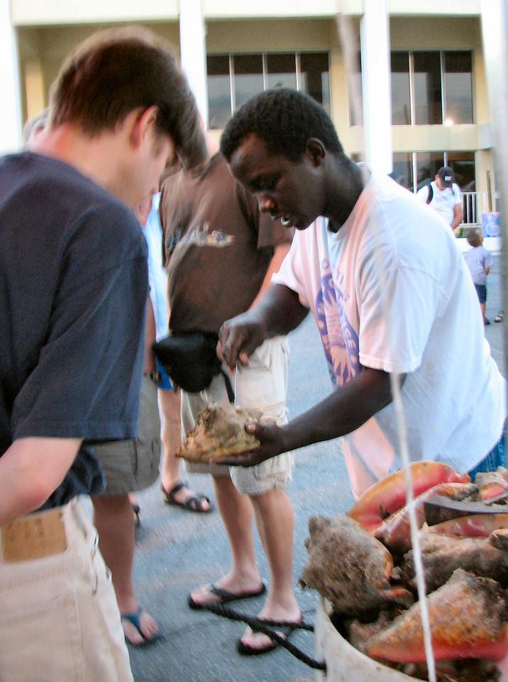 A demonstration on how to crack open a conch.<br /> <br /> Una demonstracion en como abrir y sacar un caracol de su concha.