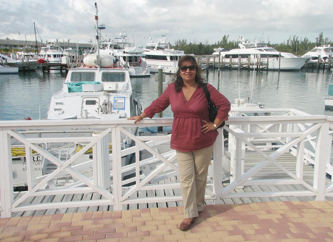 Posing in the marina.<br /> <br /> Posando en la marina.