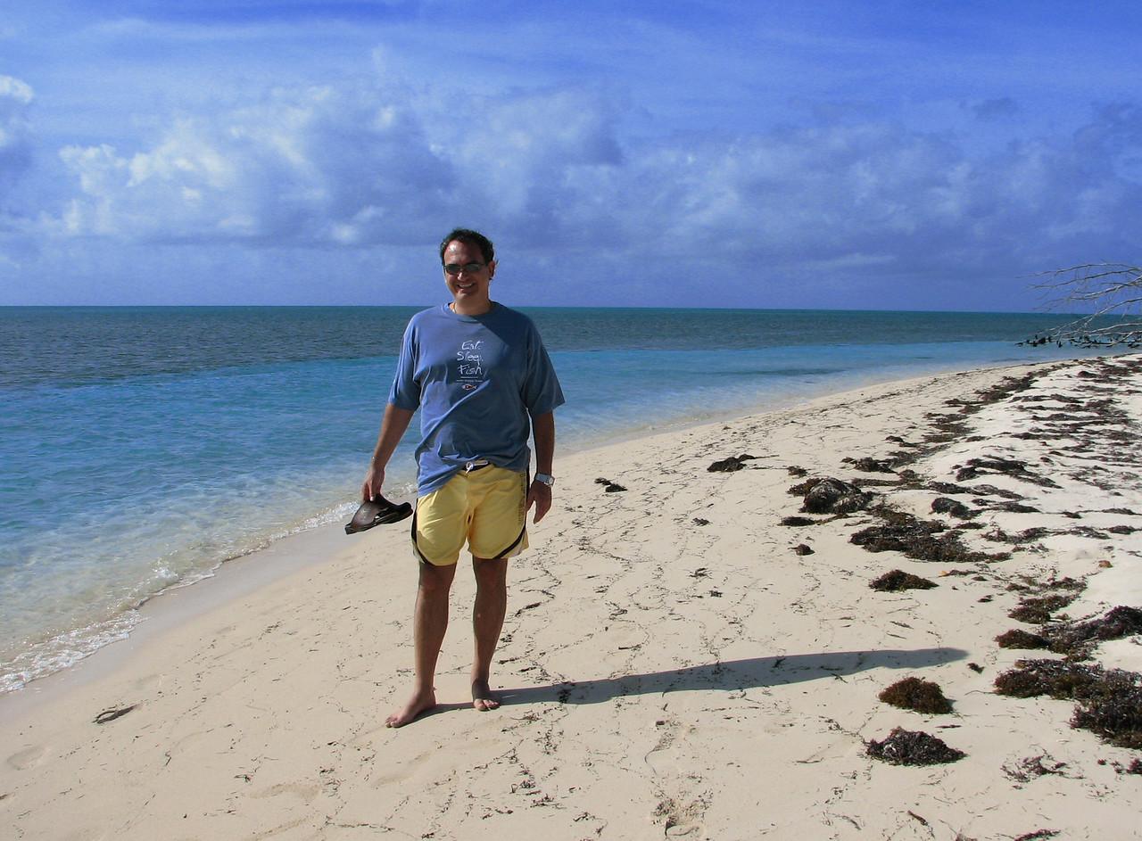 Cesar and I take off exploring tha island...<br /> <br /> Cesar y yo exploramos el resto de la isla...